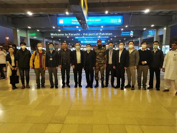 中国蝗灾防治工作组抵达巴基斯坦